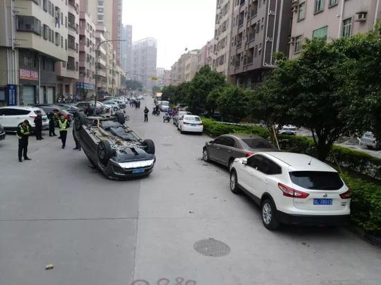 bob体育:凌晨五点深圳一女子连撞三车后翻车 只因跟丈夫…