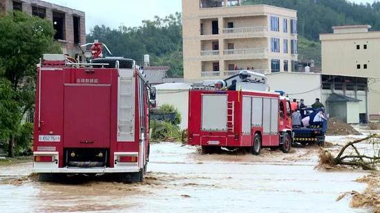 廣東河源連平縣遭受暴雨 已轉移4000人解救500人