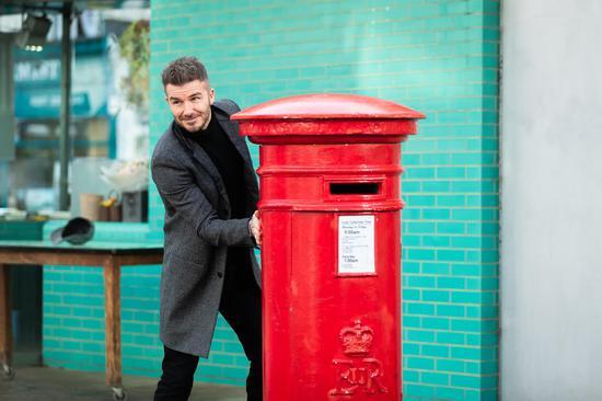 微電影中的貝克漢姆在郵箱旁場景
