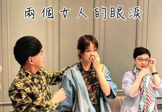 黄子佼下跪求婚画面曝光 两女人痛哭流泪,而他却在搞笑玩自拍?