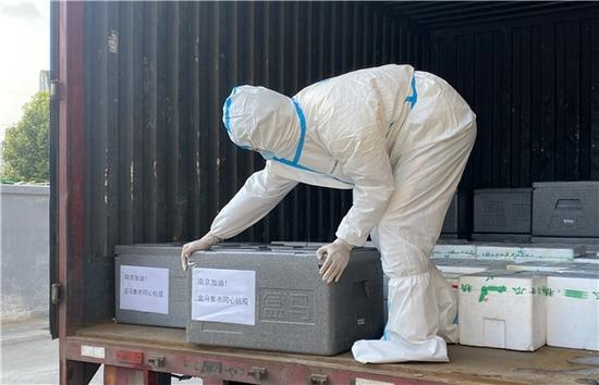 盒马集市向南京机场隔离区免费配送生活物资