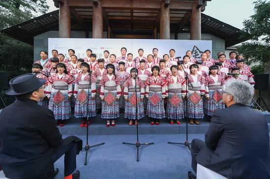 昆明富民县小水井苗族农民合唱团倾情演唱