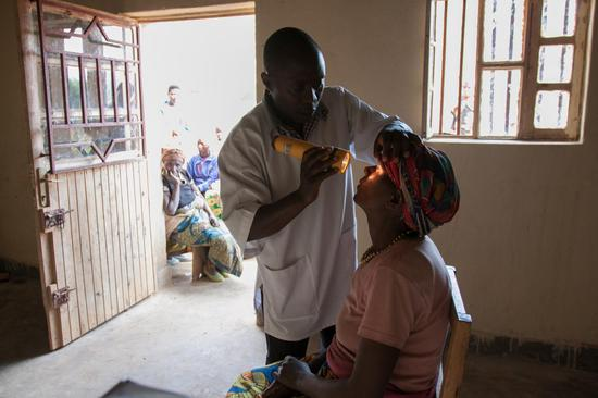 Vision For A Nation(VFAN)首先在卢旺达建立全国性项目。2012年,卢旺达国民当中只有25%能够得到当地的视力服务。如今,当地每一名居民都能享受到他们可以负担的视力服务。