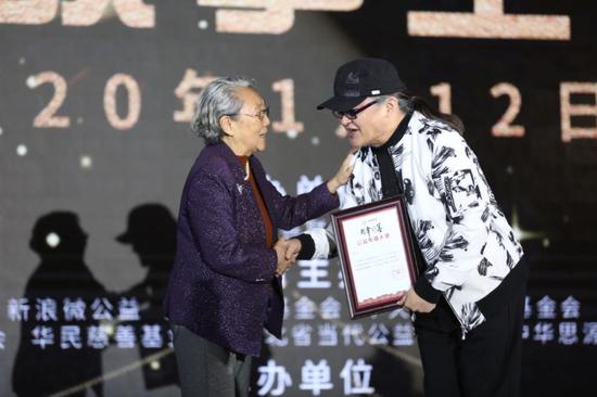 """第九届中国慈善年会""""慈善星故事""""晚会在京举行"""
