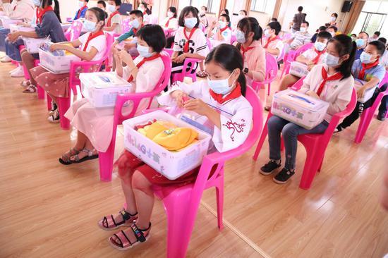 中国儿基会资助江西革命老区春蕾女童500名