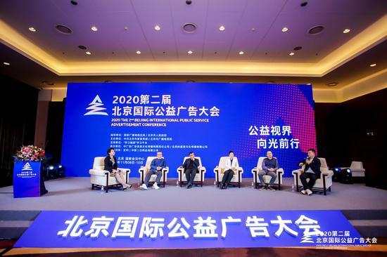 华南理工大学新闻与传播学院教授段淳林主持对话