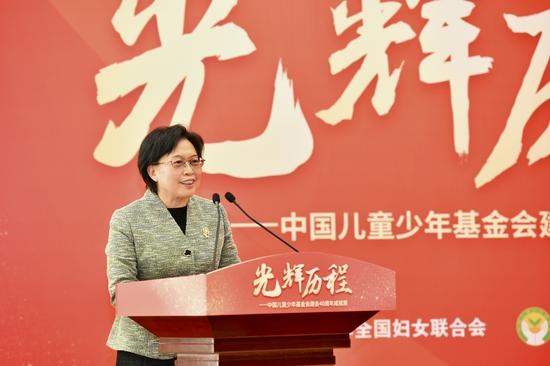全国妇联党组书记、副主席、书记处第一书记黄晓薇致辞