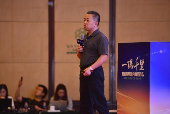 插图:刘文奎,中国扶贫基金会副理事长兼秘书长