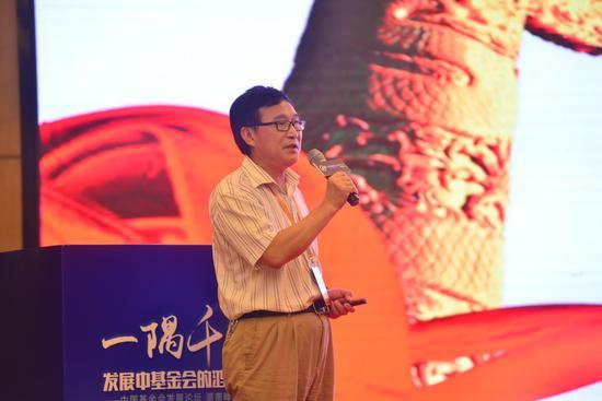 插图:周秋光,湖南师范大学慈善公益研究院院长