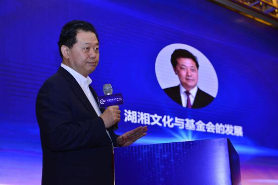 插图:卢德之,华民慈善基金会理事长