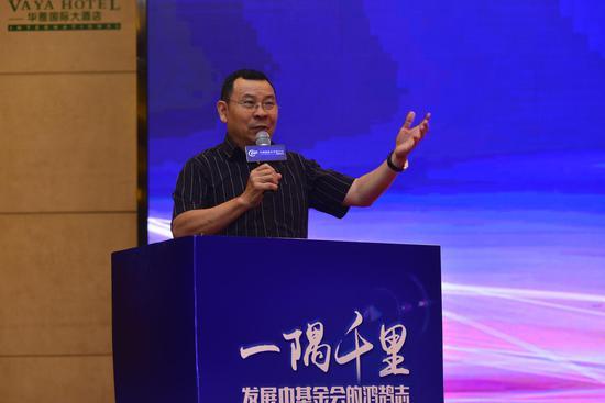 插图:徐永光,中国基金会发展论坛发起人、南都公益基金会理事长