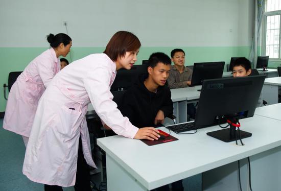 新乡市社会福利中心的新电脑教室
