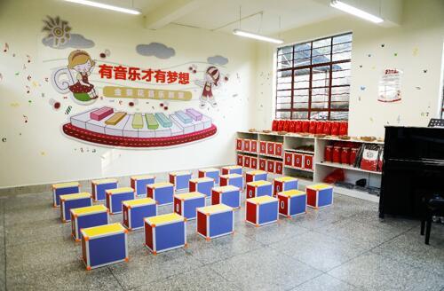 公益大使李云迪赴云南探访音乐教室