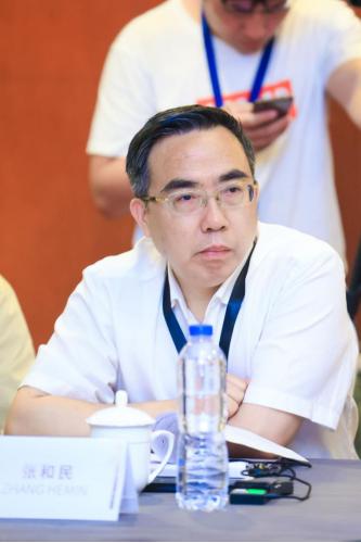 图片:(中国大熊猫保护研究中心党委副书记、常务副主任 张和民)