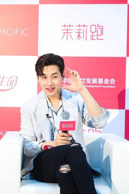 """公益大使刘宪华呼吁""""关注女性健康"""""""