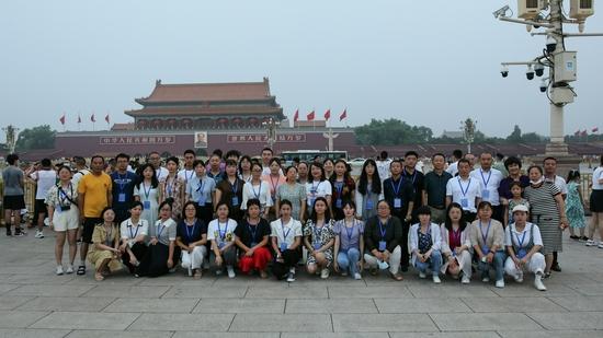 乡村教师们参观天安门广场