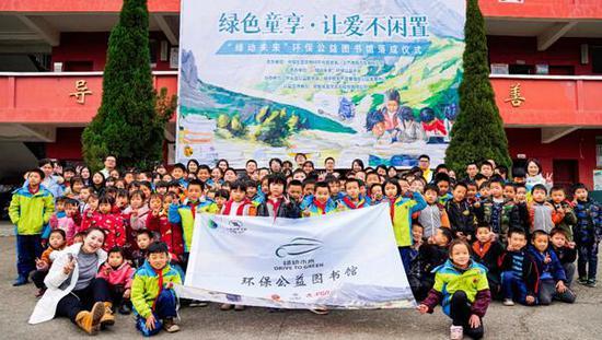 """第五座""""绿动未来""""环保公益图书馆落地江西西村利民小学"""