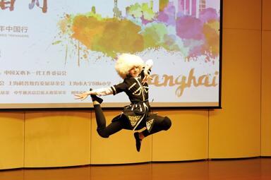 俄罗斯少年表演独舞《骑师》