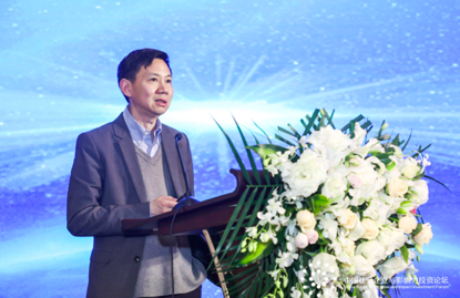 清华大学公益慈善研究院副院长邓国胜教授发表演讲