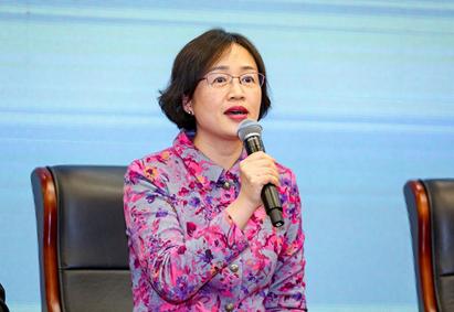 国家卫生健康委老龄健康司副司长 莫丽霞在圆桌讨论中发言