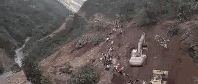网传玉林山心路段塌方场面惊险 警方:视频是玻利维亚