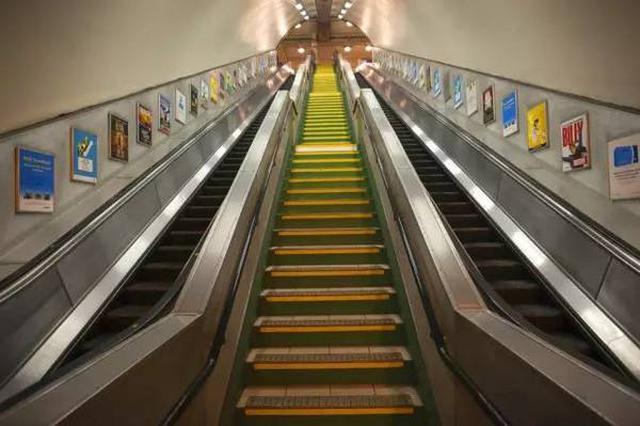 """乘电梯不需要?#30333;?#34892;右立""""了? 怎样乘梯才安全"""