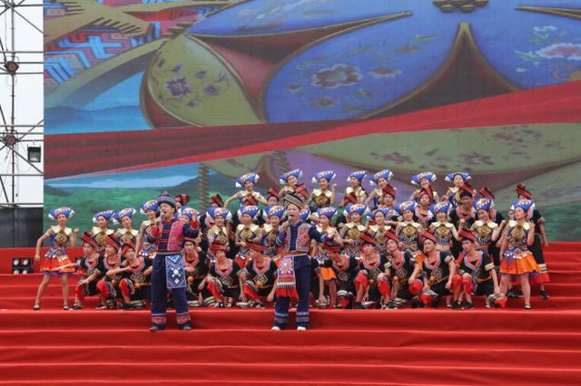 """蒙海泊:传唱山歌 做""""不一样""""的壮乡歌王"""