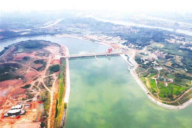 邕宁水利枢纽发挥多重效应:船舶江中过 电厂年内投产