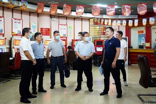 韋力行副廳長(右三)率隊到北海欽州調研中福在線停銷等工作