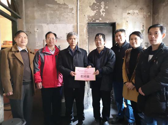 第三党支部慰问衡阳北社区困难群众