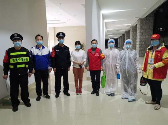 廣西福彩中心與轄區派出所及社區一線工作人員共同開展疫情防控工作