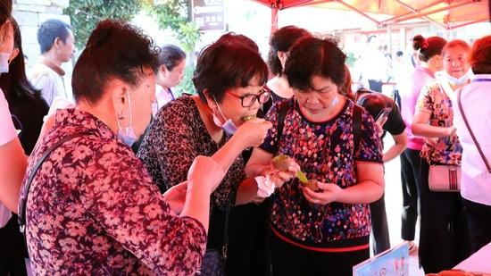 修文猕猴桃斗果大王比赛举行 广大市民群众积极参与
