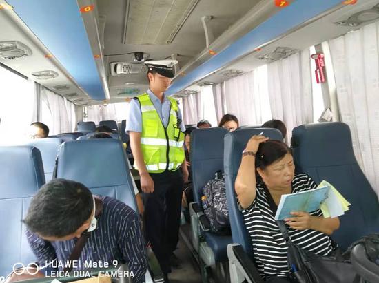 荔波交警:强化暑期旅游道路交通安全管理