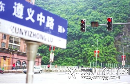 小车河街道:多路段新建交通信号灯 居民出行更安全