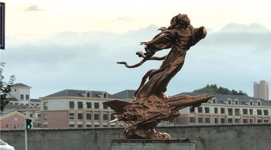 安順街頭 雕塑《常飛》落成