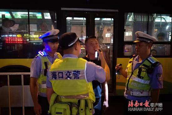 海南千名警力异地交叉执法夜查 查处4000余起交通违法行为