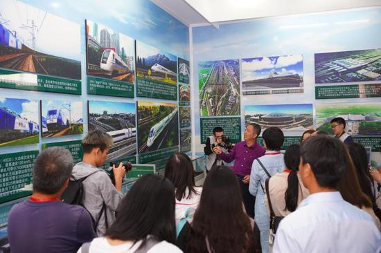 媒体记者参观高速铁路安全警示与事故救援培训中心