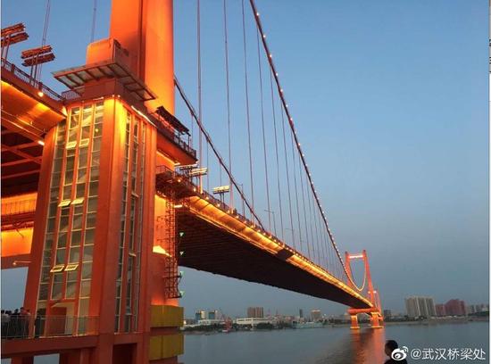 武漢鸚鵡洲長江大橋為何晃動?官方回應來了
