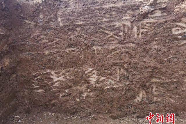 湖北房縣發現東漢古墓 考古人員進行搶救性發掘