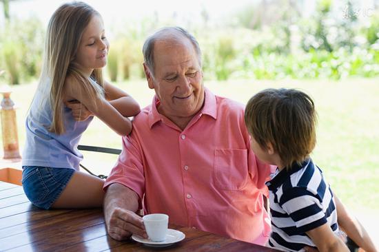 老人带孙子,有些话不要说