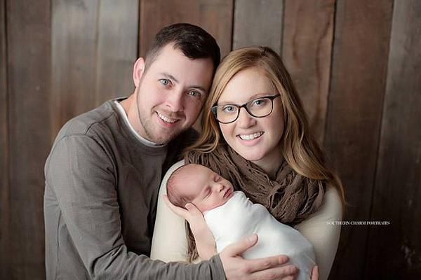"""美26岁母亲通过试管婴儿诞下""""24岁""""女婴"""