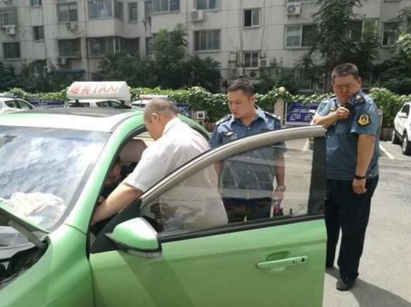 私家车拉客处罚_郑州街头私家车化身出租车拉客 驾驶员被罚款_新浪河南_新浪网