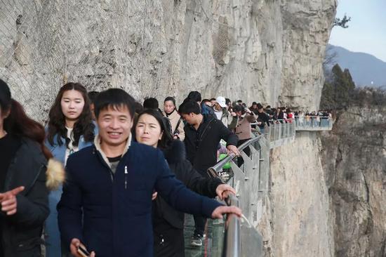 人气爆棚!20.7万游客欢聚云台山过大年!