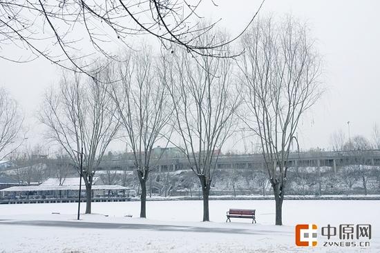 二七区樱桃沟雪景。记者 马健 图