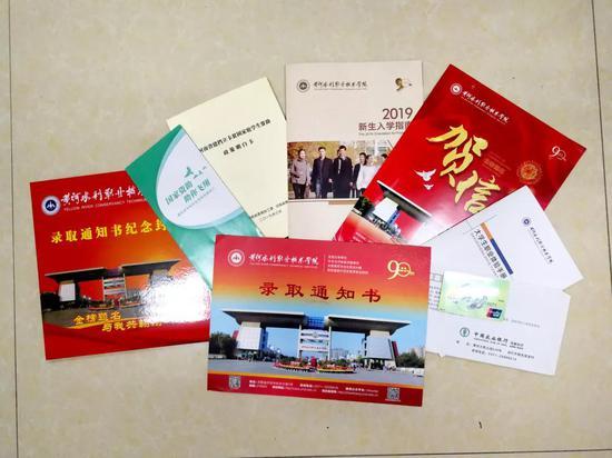 许昌学院通知书_你期待的2019河南高校录取通知书来了_新浪河南_新浪网