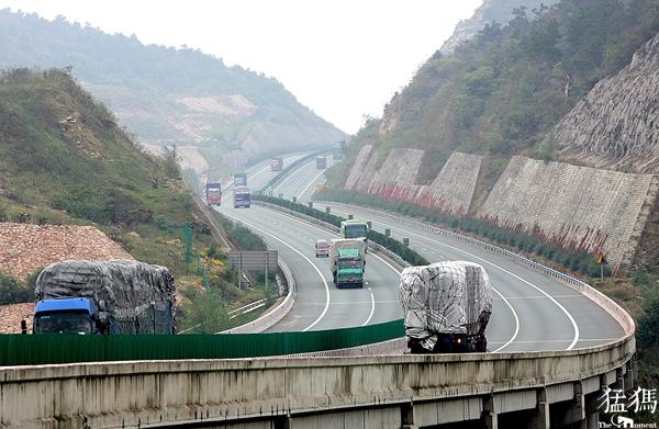 这些车辆通行河南高速通行费7折  享受这种优惠必须同时符合三个条件