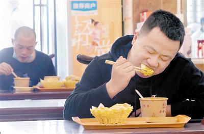 郑州堂食开放首日:包间上座率高于大堂