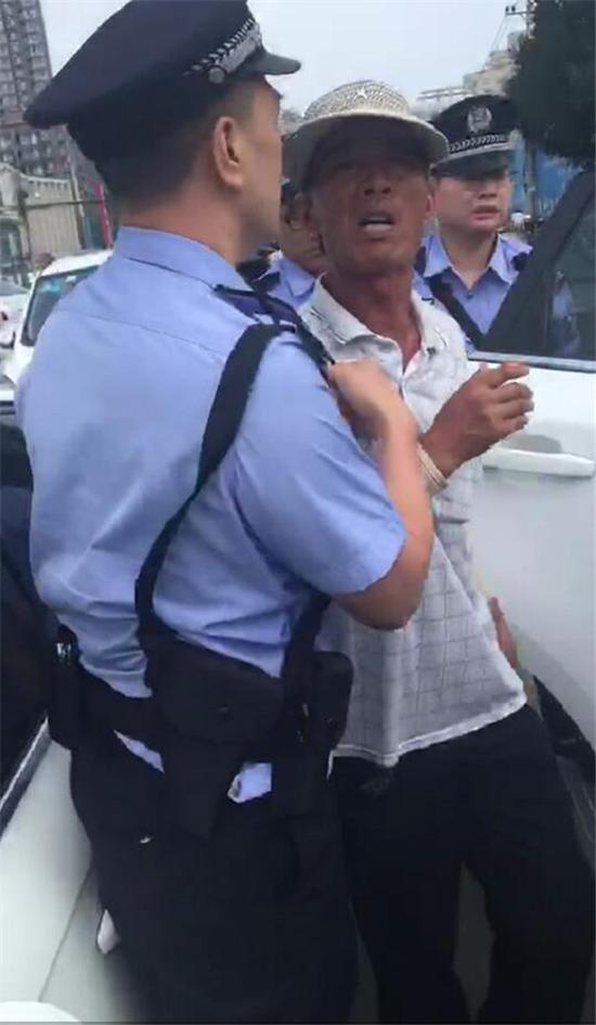 冒充正規收費員收停車費 鄭州一男子被拘留10日