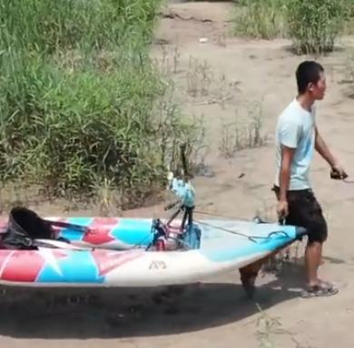 90后小伙一人一狗黄河漂流