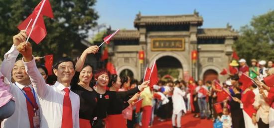 """""""双节""""长假郑州共接待游客1326.7万人次 旅游总收入52.37亿元"""